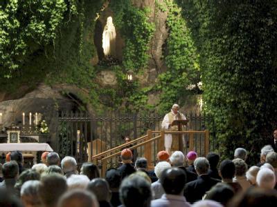 Papst beendet Marienmonat