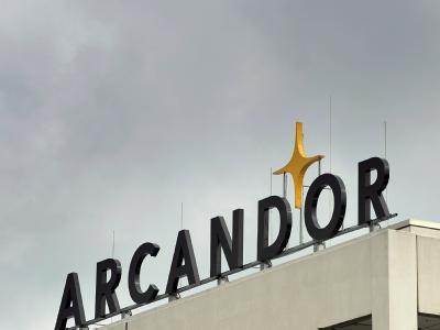Dunkle Wolken ziehen über die Arcandor-Hauptverwaltung in Essen hinweg.