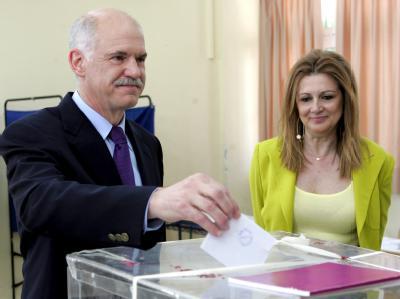 Seine Sozialisten legten zu: Der griechische Oppositionsführer Georgios Papandreou gibt in Athen seine Stimme ab.