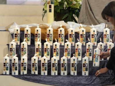 34 Kerzen sollen an die Opfer des Air France-Fluges 447 erinnern.