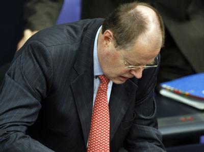 Die mittelfristige Etatplanung von Bundesfinanzminister Peer Steinbrück sieht bis zum Jahr 2013 neue Schulden in Höhe von insgesamt 310 Milliarden Euro vor.