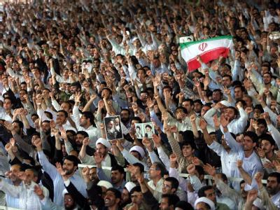 Gläubige während des Freitagsgebets in Teheran.