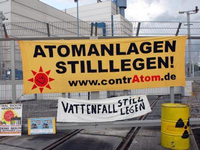 Mahnwache vor dem Atomkraftwerk Krümmel