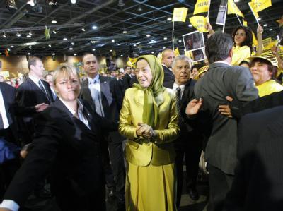 Der Nationale Iranische Widerstandsrat um Mariam Radschawi hat im französischen Villepinte gegen das Regime in Teheran protestiert.