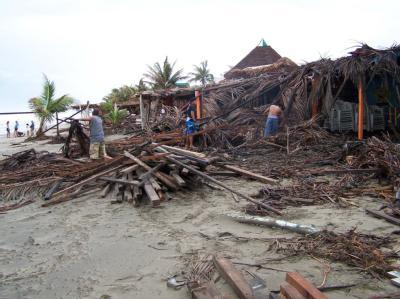 Trümmer an einem von Hurrikan