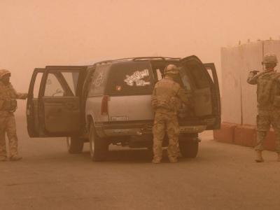 Über Bagdad ist ein Sandsturm hinweggefegt.
