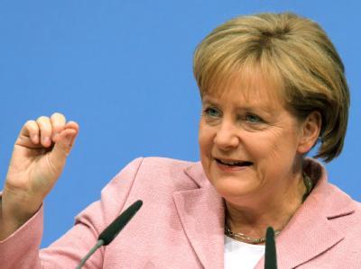 CDU-Chefin Angela Merkel hat ein Wahlprogramm durchgesetzt, das vage bleibt und den politischen Gegnern keine Angriffsfläche bietet.