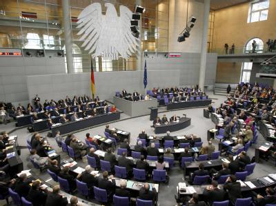 Deutscher Bundestag in Berlin. Kurz vor der Bundestagswahl ist ein heftiger Streit ums Wahlrecht entbrannt.