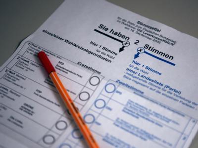 Stimmzettel für die Bundestagswahl 2009. Drei Monate vor der Bundestagswahl ist ein heftiger Streit in der Koalition um das Wahlrecht entbrannt.