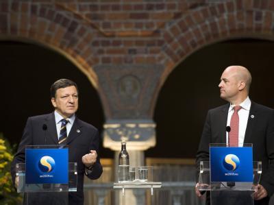 Reinfeldt und Barroso (l) )