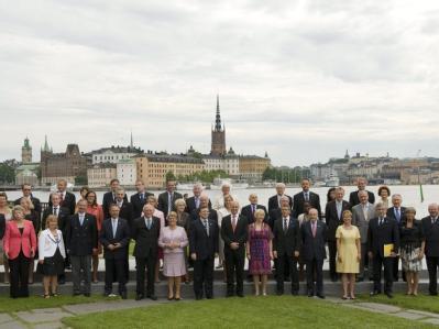 Familienfoto zur Übernahme der EU-Ratspräsidentschaft durch Schweden mit Mitgliedern der schwedischen Regierung und der EU-Kommission.