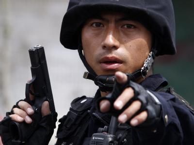 Ein chinesischer Soldat während der Unruhen in der Provinzhauptstadt Ürümqi.