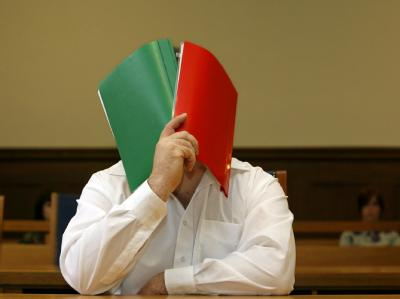 Der wegen sexueller Vergehen an Kindern angeklagte Richard L. im Landgericht in Nürnberg.