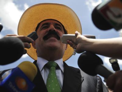 Der gestürzte honduranische Präsident Manuel Zelaya hat seine Anhänger zum Volksaufstand aufgerufen.