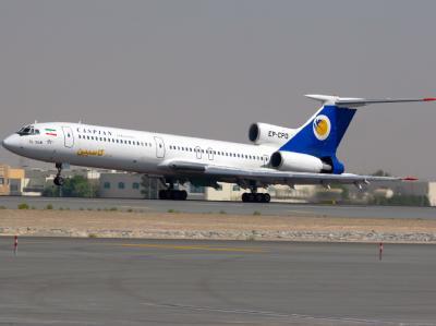 Eine Tupolew Tu-154M der Caspian Airlines landet auf dem Flughafen von Dubai (Archivbild). Bei einem Flugzeugabsturz im Iran sind vermutlich alle 168 Menschen an Bord ums Leben gekommen.