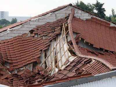 Das eingestürzte Dach eines REWE-Einkaufszentrums in Falkensee bei Berlin.