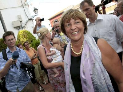 Auch im Urlaub im Mittelpunkt: Gesundheitsministerin Ulla Schmidt im spanischen Els Poblets.