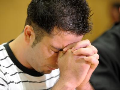 Der 26-jährige Angeklagte soll seine Ehefrau auf brutalste Art und Weise getötet haben.