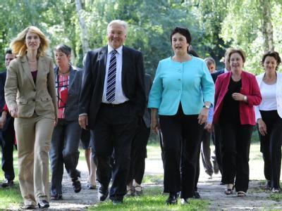 In Bewegung: SPD-Kanzlerkandidat Frank-Walter Steinmeier und sein Kompetenzteam für die Bundestagswahl.