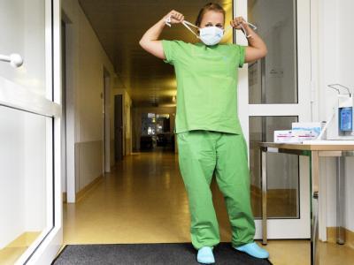 Eingang zur neuen Ambulanz für Schweinegrippe-Verdachtsfälle im Universitätsklinikum Hamburg-Eppendorf.