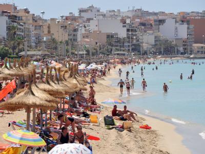 Hochbetrieb am Strand von Arenal auf Mallorca. Noch lassen sich Urlauber nicht vom ETA-Terror abschrecken. (Archivfoto)