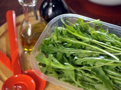 Rucola ist eine beliebte Salatpflanze.