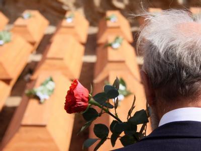 Die Gebeine von mehr als 2000 Deutschen sind auf einer deutschen Kriegsgräberstätte nahe Stettin beigesetzt worden.