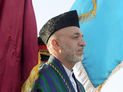 Afghanistans Präsident Hamid Karsai nimmt einen neuen Anlauf zur Regierungsbildung (Archivbild).