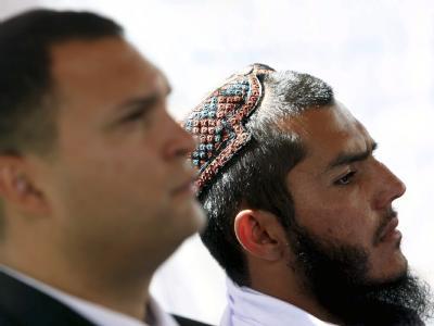 Mohammad Jawad (rechts) und sein Anwalt Eric Montalvo während einer Pressekonferenz in Kabul, Afghanistan.