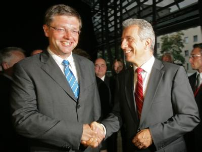 Ab heute gibt es Koalitionsgespräche: Sachsens FDP-Spitzenkandidat Holger Zastrow und Ministerpräsident Stanislaw Tillich (CDU, re.).