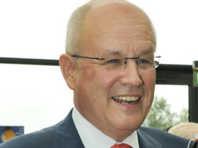 Volker Kauder wurde im Amt des Fraktionsvorsitzenden der CDU/CSU bestätigt (Archvibild).