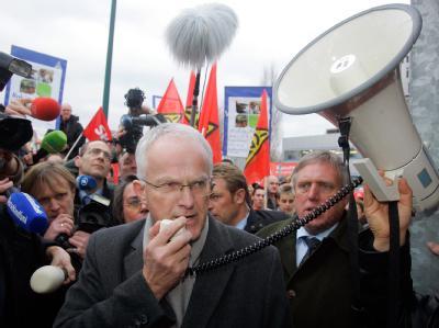 NRW-Ministerpräsident Jürgen Rüttgers im Januar 2008 vor dem Nokia-Werk in Bochum. Mit abfälligen Worten über rumänische Arbeiter hat Rüttgers für Empörung gesorgt.
