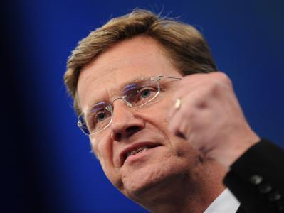 Der FDP-Vorsitzende Guido Westerwelle kritisiert das TV-Duell als «undemokratisch und unfair», da die Oppositionsparteien nicht eingeladen sind. (Archivbild)