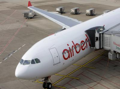 Die Fluglinie Air Berlin bittet Reisende in die USA früher zum Airport.