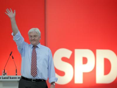 SPD-Kandidat Frank-Walter Steinmeier (SPD) auf der Wahlkampfbühne. Bei der SPD kehrt die Zuversicht zurück.