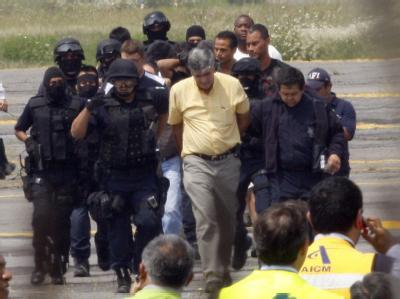 Polizei stürmte in Flugzeug in Mexiko. Die Entführung wurde so unblutig beendet.