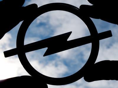 Bundeskanzlerin Angela Merkel hat die Rettung des Autobauers Opel verteidigt.