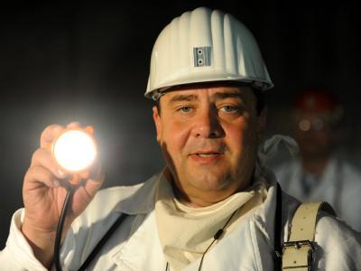 Noch-Umweltminister Sigmar Gabriel im einsturzgefährdeten Atommüllager Asse.