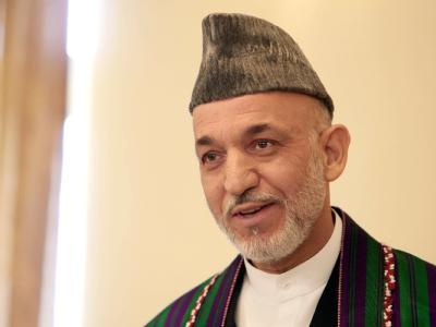 Afghanistans Präsident Hamid Karsai lobt die umstrittene Afghanistan-Wahl.