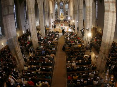 Zahlreiche Besucher kamen zum Gedenkgottesdienst in die St. Johannis-Kirche in Ansbach.