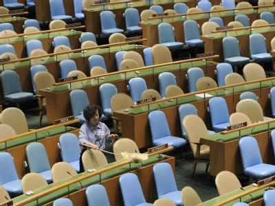 Im Sitzungssaal der Vereinten Nationen werden vor dem Klimagipfel noch letzte Vorbereitungen getroffen.