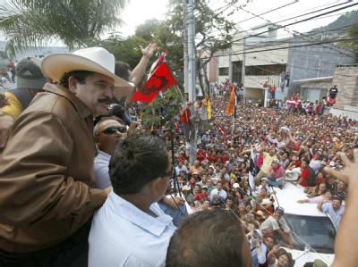 Zelaya vor Anhängern