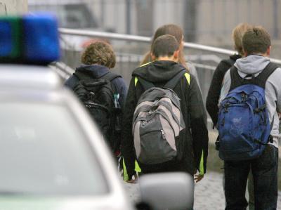 Rückkehr nach dem Amoklauf: Die Schüler gehen wieder in ihr Gymnasium in Ansbach.