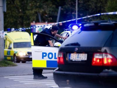 Schwedische Polizei am Ort des spektakulären Überfalls in Stockholm.