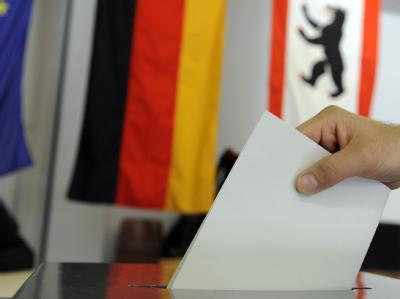Stimmabgabe in Berlin: Im Jahr 2005 gab es mit 77,7 Prozent die bisher geringste Wahlbeteiligung bei einer Bundestagswahl.