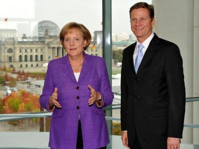 Kanzlerin Angela Merkel und FDP-Chef Guido Westerwelle treffen sich zu ersten Gesprächen im Kanzleramt.