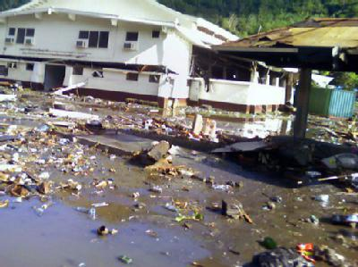 Szene der Verwüstung in Pago, Amerikanisch-Samoa, nach dem Tsunami. (Quelle: Twitpic.com)