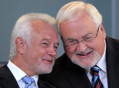 Nach dem Sieg von Schwarz-Gelb in Schleswig-Holstein (hier mit CDU-Ministerpräsident Carstensen und FDP-Fraktionsvorsitzenden Kubicki) kann das Bündnis auch im im Bund