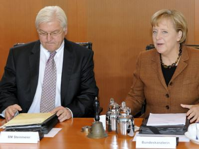 Bundeskanzlerin Angela Merkel und Bundesaußenminister Frank-Walter Steinmeier zu Beginn der letzten Kabinettssitzung von Schwarz-Rot (Archiv).