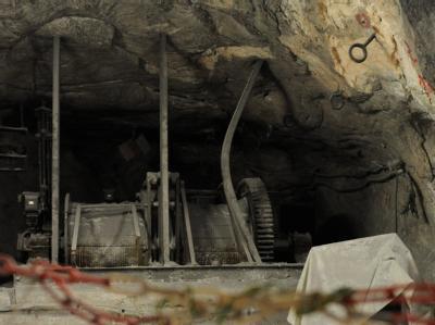 Ein verbogener Stahlträger im einsturzgefährdeten Atommülllager Asse. (Archivbild)
